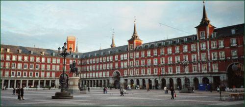 A Plaza Mayor Plaza_Mayor_Madrid