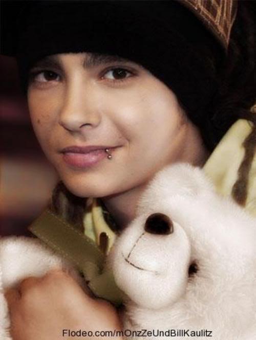 Tokio Hotel slike - Page 2 Tom_with_a_teddySoOoO_sweeT--large-