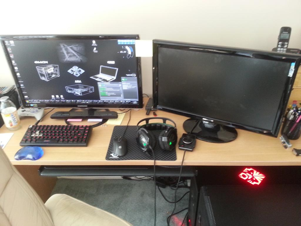 Builds, builds and more builds - Page 5 Desk_zpsf065e2a7