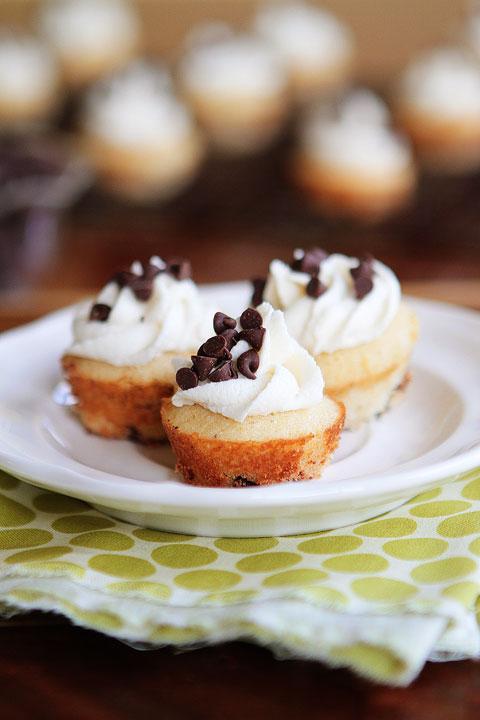 Chocolate Chips Maple Pancake Cupcake Kevinandamanda-Mini-Maple-Chocolate-Chip-Pancake-Cupcakes-03
