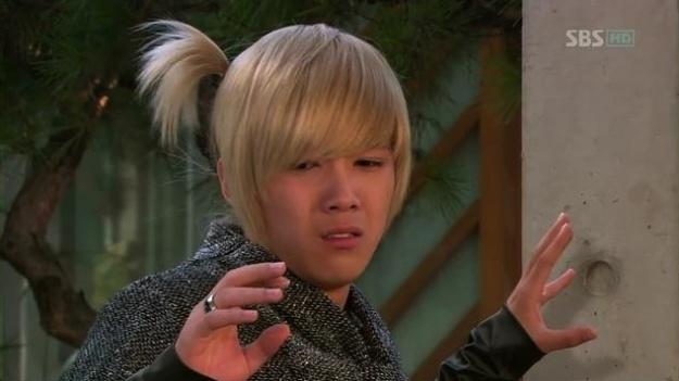 Ídolos del kpop con cabello rubio Hongki