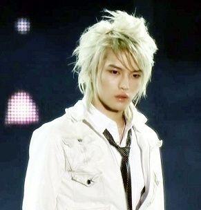 Ídolos del kpop con cabello rubio Jae1