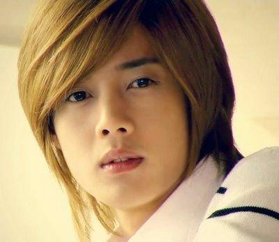 Ídolos del kpop con cabello rubio Kimhyunjoong