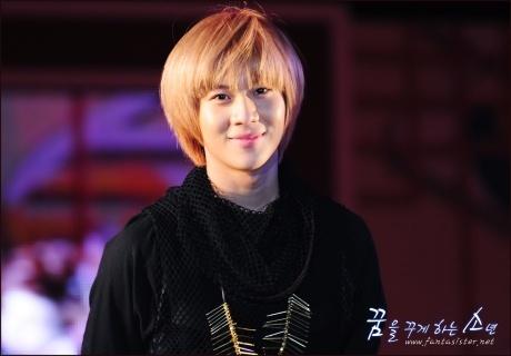Ídolos del kpop con cabello rubio Taemin