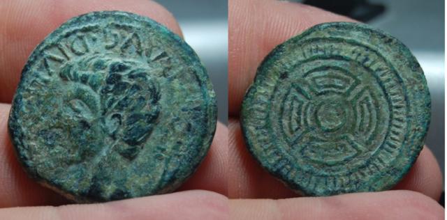 Antes y después en un as de Lucus Augusti Capturaasff