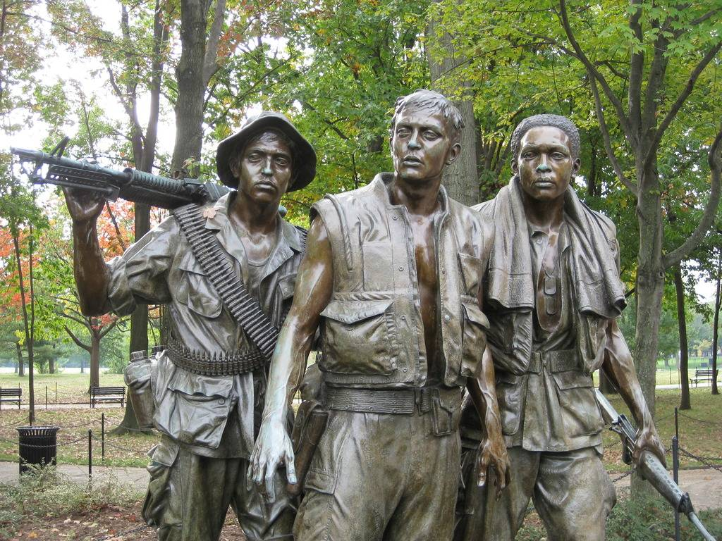THE LADS - Blondeactionman - Page 2 3-servicemen-statue-10-22-09-hrotondi-008_zpsokakzg4f