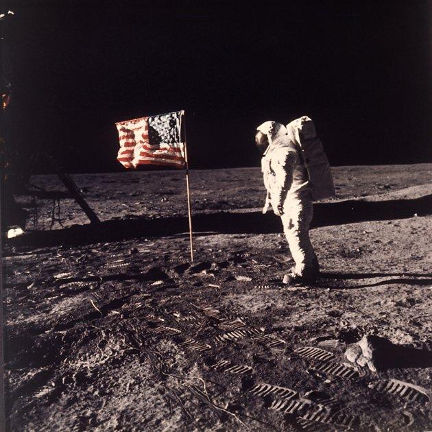 Cờ Mỹ trên mặt trăng 879d04526d7a1213150f6a70670013fc