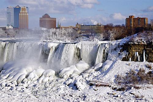 Thác Niagara đóng thành băng Frozen_niagara_falls