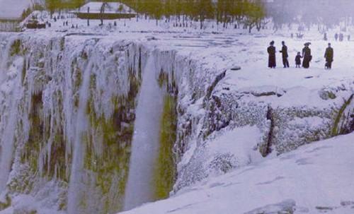 Thác Niagara đóng thành băng Nia