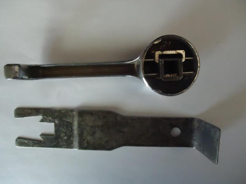 Interior door handles and window crank DSC01110