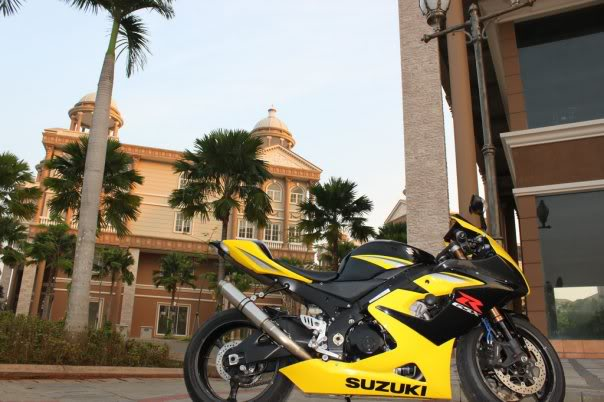 The story continued, with RSV4 Factory RACE at Sentul!!! >>> Page 34 <<< - Page 12 4663_101371989991_661224991_2698320