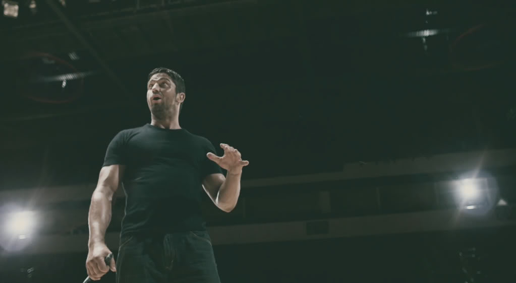 Caption this Picture - Page 5 Gerard-butler-gamer-36