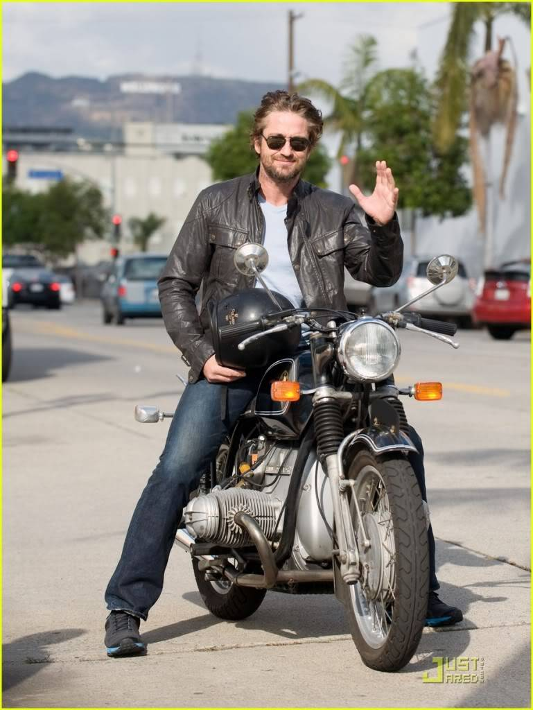 Gerard Butler: Motorcycle Man Gerard-butler-motorcycle-01