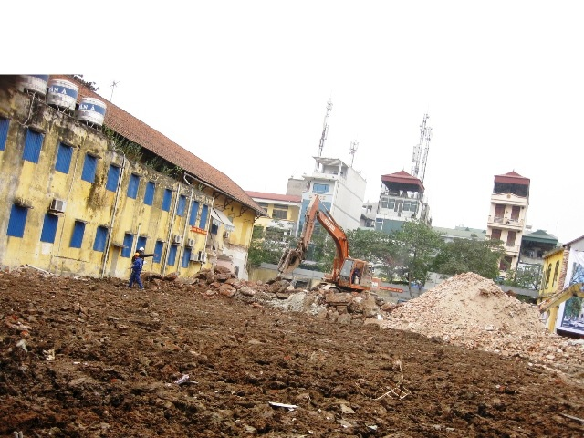 Hình ảnh Tu viện kín Camêlô – 72 Nguyễn Thái Học đang bị phá dỡ  002