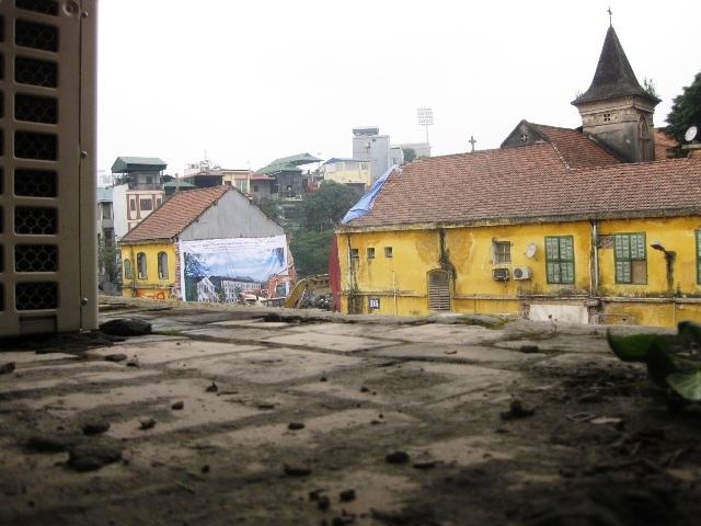 Hình ảnh Tu viện kín Camêlô – 72 Nguyễn Thái Học đang bị phá dỡ  003-1
