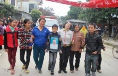 Biểu tình ở Nghệ An vì công an đánh chết người  026