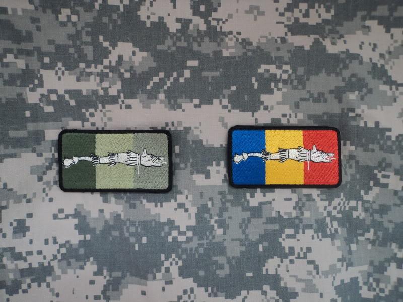 Embleme steag national cu lupul dacic DSC03002