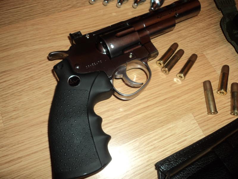 pachet revolver Dan Wesson 4'' DSC03893