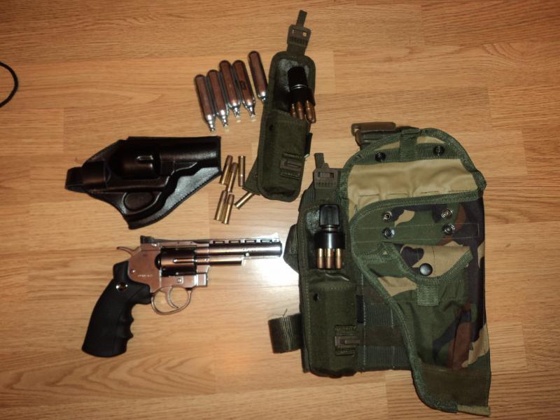 pachet revolver Dan Wesson 4'' DSC03896