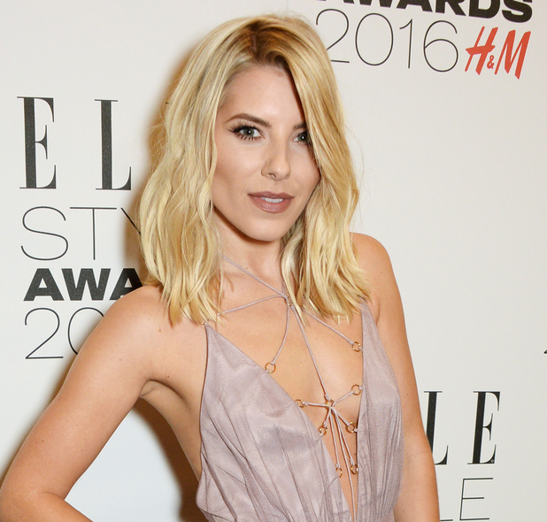 Saturday >> Mollie King - Página 25 Mollie-king-elle-style-awards