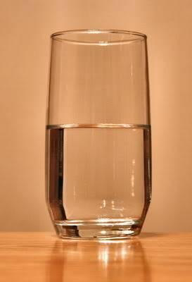 Ly nước này nặng bao nhiêu? 409px-Glass-of-water