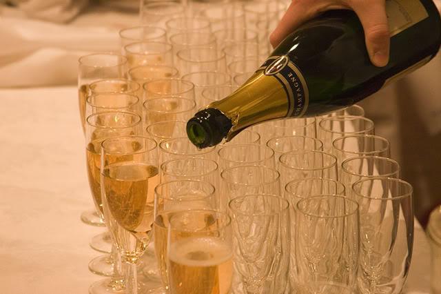 Chúc mừng sinh nhật Thầy Ái Hoa - Page 2 Champagne