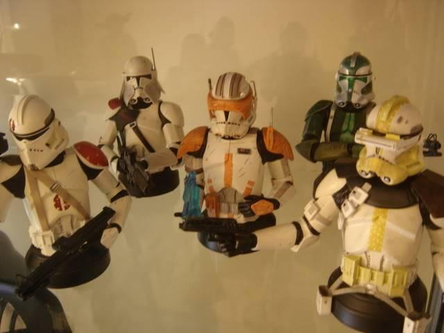Qui à pu acquérir les 5 commanders (photo SVP si possible) DSC06581