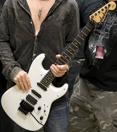 Le han robado una guitarra a Adrian Smith Guitar_pic