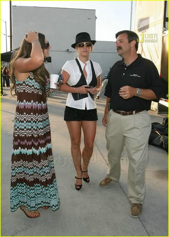 Nuevas Pics... Britney & Allie por LA [14-Junio] Britney-spears-auditions-07