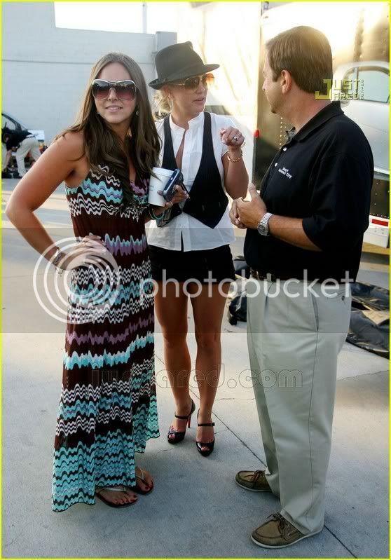 Nuevas Pics... Britney & Allie por LA [14-Junio] Britney-spears-auditions-11