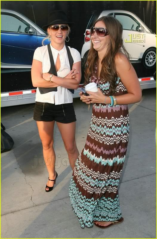 Nuevas Pics... Britney & Allie por LA [14-Junio] Britney-spears-auditions-13