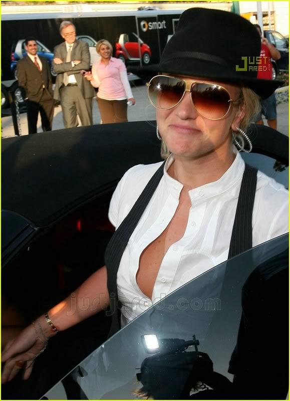 Nuevas Pics... Britney & Allie por LA [14-Junio] Britney-spears-auditions-15