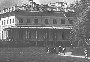 Los palacios de los Romanovs - Página 39 Maplebalcony