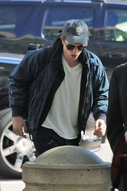 Robert Pattinson - Página 32 Rob61-1