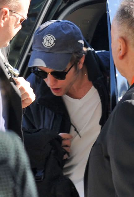 Robert Pattinson - Página 32 Rob62-1