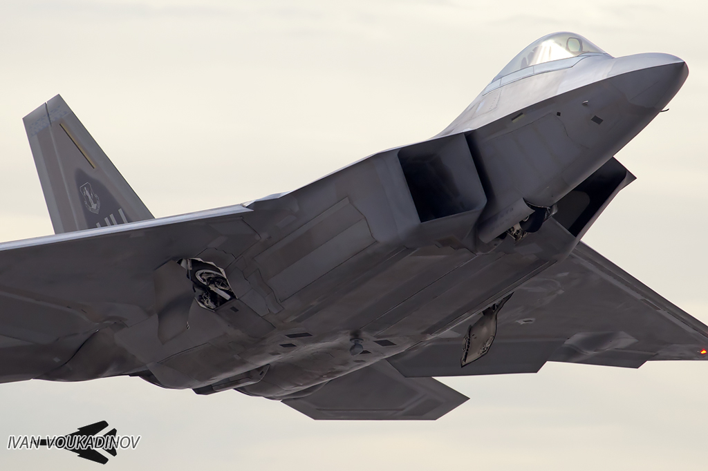 F-22 Raptor - Page 18 IMG_1774FC