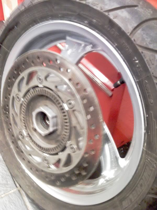 Corroded wheels and bad tyre pressure.... IMAGE_093