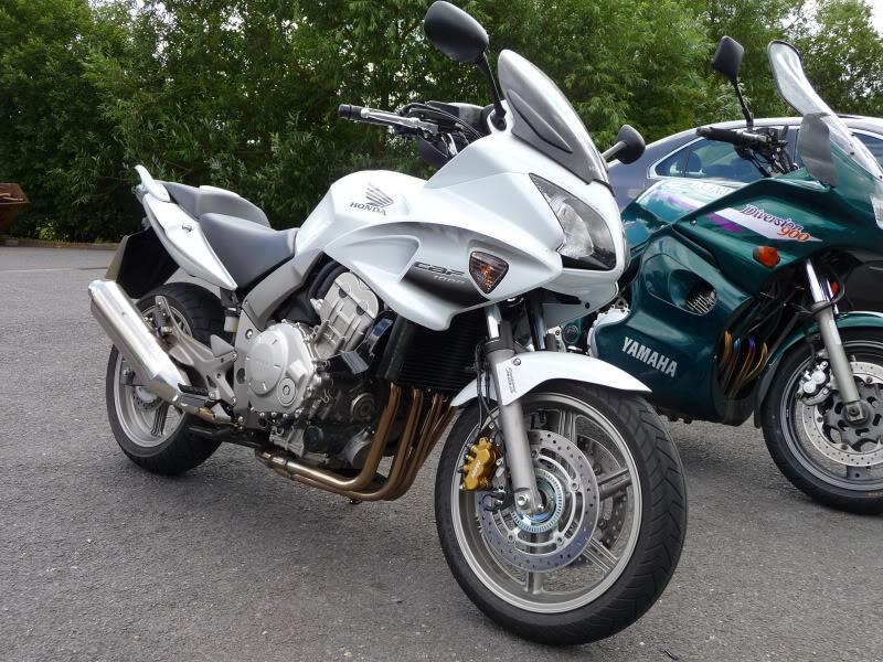 Torque Monster Shootout….  Yamaha FZ1, Honda CBF 1000, Honda CB1300S. P1000708