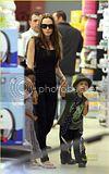 Angel,Z.Z e Shiloh indo ao supermercado Grocery 05.10.09 em Brignoles,França Th_zahara-shiloh-supermarket-sister-2