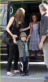 Angel,Z.Z e Shiloh indo ao supermercado Grocery 05.10.09 em Brignoles,França Th_zahara-shiloh-supermarket-sister-7