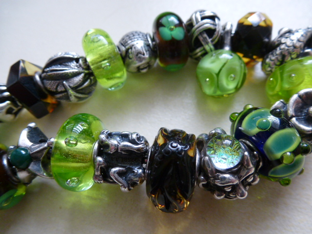 Green amber with green beads. P1020194