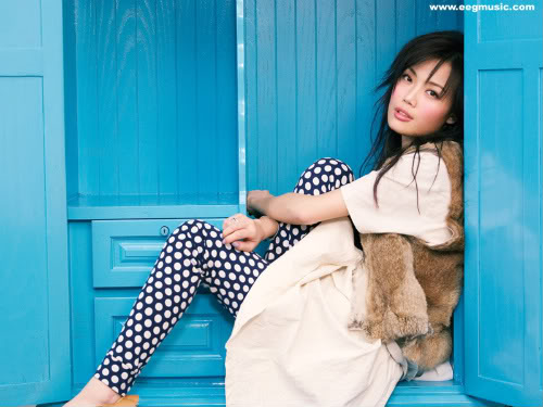 Joey Yung - Dung  Tổ Nhi - 容祖儿 20050425-joey-cd-wallpaper_02b-1