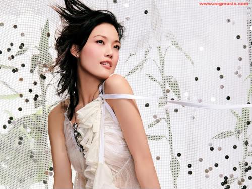 Joey Yung - Dung  Tổ Nhi - 容祖儿 20051005-joey-cd-wallpaper_04b-1