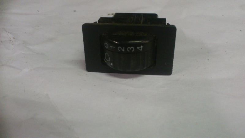 "Switches, clocks , 6.5"" speakers +++Euro LHD e10 DSC_1415_zpscb95f0c1"