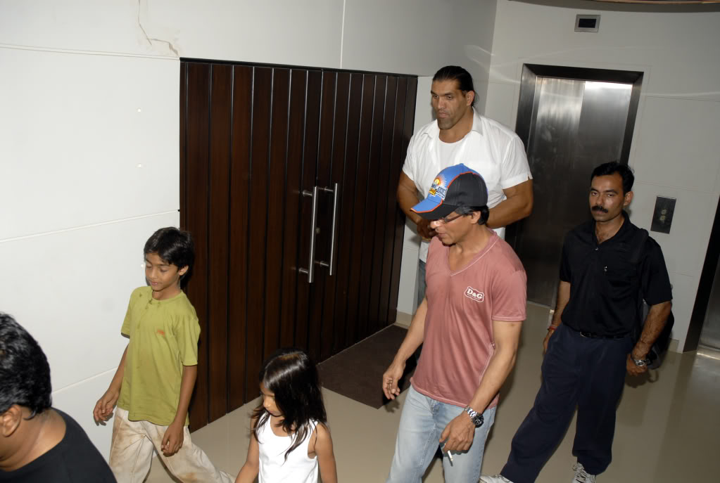 SRK Y EL GRAN KALI Khaliaug08_006