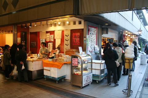 [Đời sống - Văn hóa] Chợ Nishiki - Kyoto Nishiki_market_tofudoughnut_9