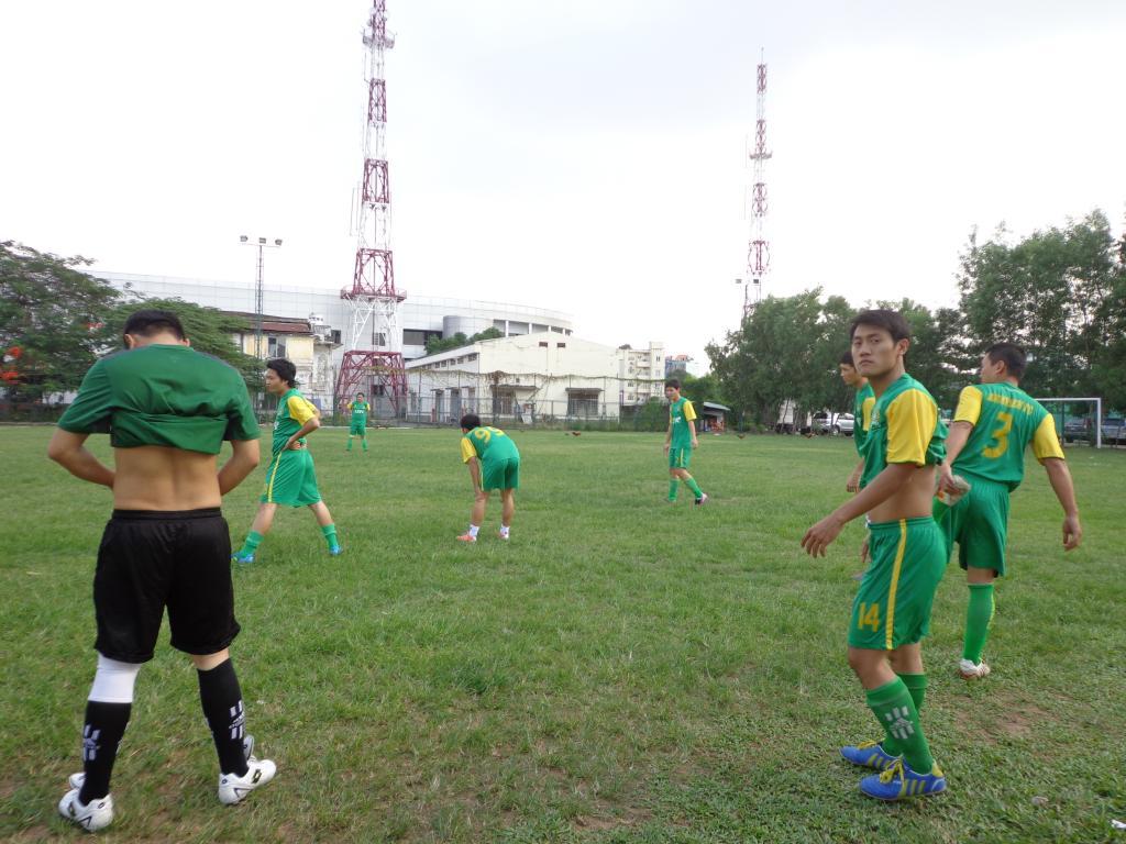 BÌNH LUẬN 10/11/12: LXFC - AVOCAT FC  3 - 2 (Sân Thăng Long) DSC00280