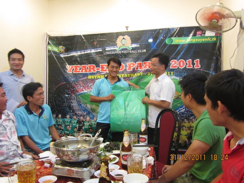 PHẦN 3: HÌNH ẢNH YEAR-END PARTY 2011 IMG_1378