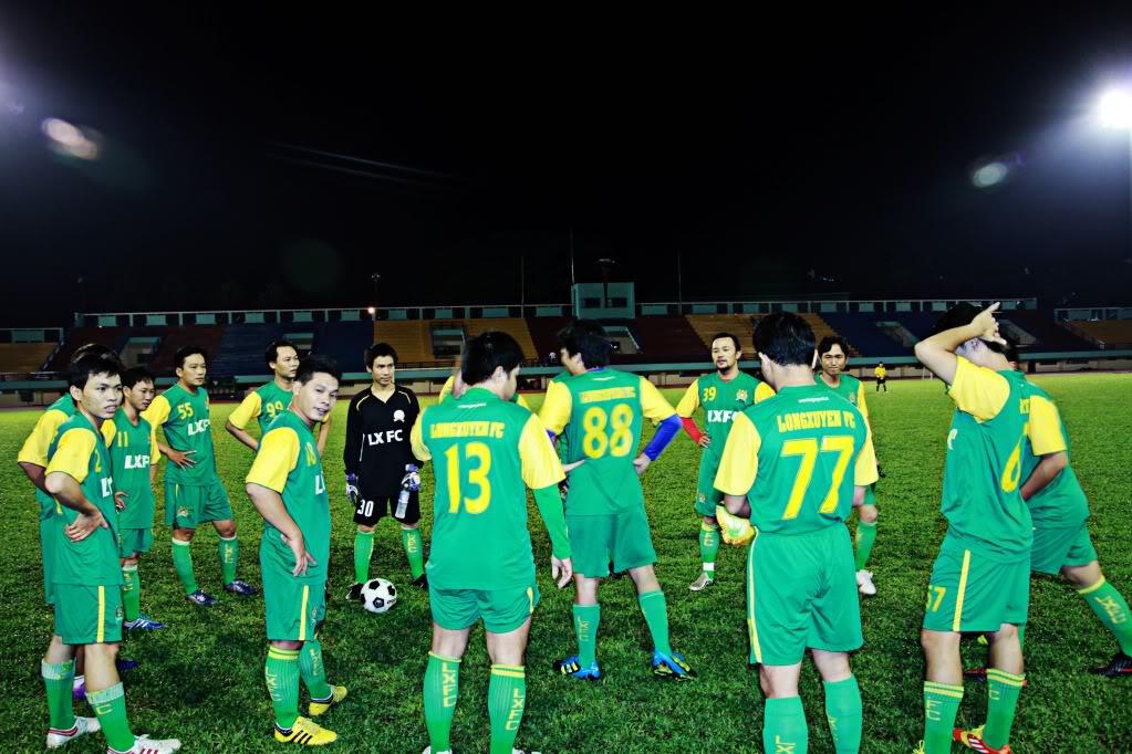 BÌNH LUẬN 12/05/12 LXFC - HAINAM FC: TRẬN CẦU ĐẸP CỦA NHỮNG NGƯỜI LONG XUYÊN IMG_1410-1