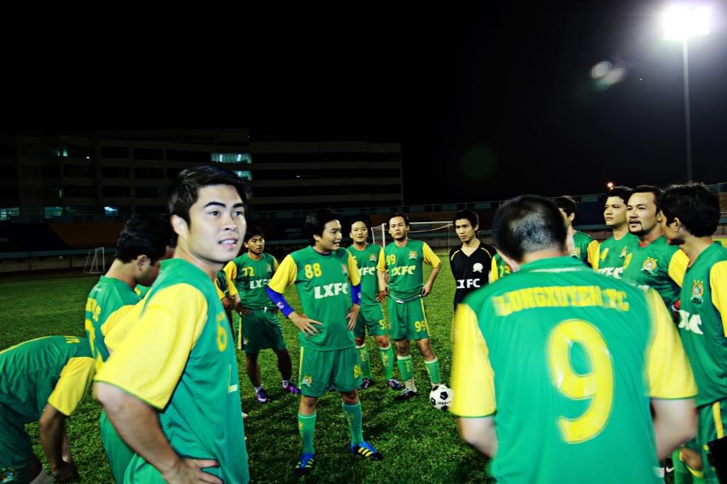 BÌNH LUẬN 12/05/12 LXFC - HAINAM FC: TRẬN CẦU ĐẸP CỦA NHỮNG NGƯỜI LONG XUYÊN IMG_1411-1